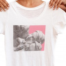 Kissing T-Shirt